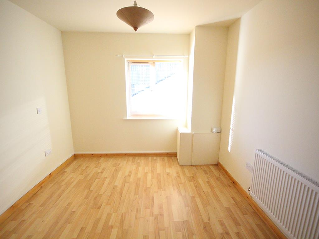 2 bedroom apartment For Sale in Colne - IMG_1346.jpg